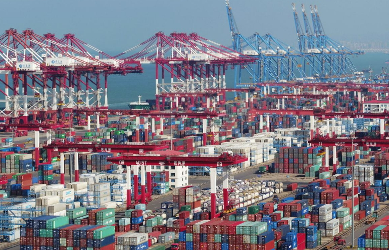 China's exports fall more than 20% in February; overall trade data come in much weaker
