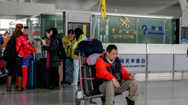 Chinese tourism growth slows as overseas travel loses its luster